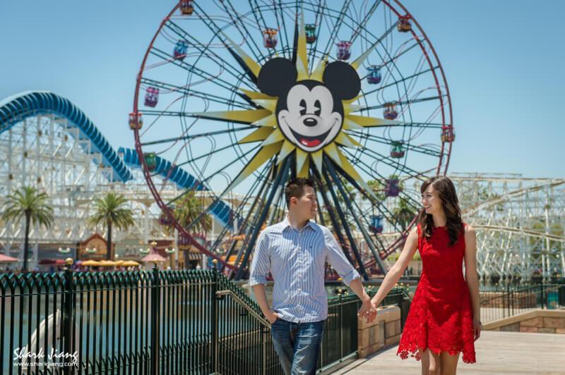 [海外婚紗] A & K 洛杉磯婚紗搶先看  拍攝:鯊魚  協助:Jay  造型:Eva Lai  禮服:自備禮服  這是鯊魚第二次到美國西岸-洛杉磯拍攝海外婚紗,卻是我人生第一次去迪士尼樂園,謝謝 Alice & Kevin 帶我們到這麼夢幻的地方記錄你們的愛情故事^^  除了迪士尼樂園外,我們也到了LA必拍的Pasadena City Hall,還有Griffith Observatory天文台,更加入了我一直很想拍的in-n-out burger漢堡店!  還一起去比佛利山莊的Rodeo drive大道以及the grove購物中心去冒險XD