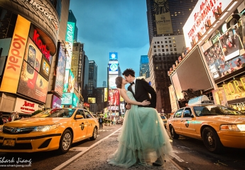 [海外婚紗]  Andy & Jennifer 紐約海外婚紗  拍攝:婚攝鯊魚  這是鯊魚在2013年第一次到紐約拍攝的照片,第一次去紐約就去了很多地方,紐約中央車站,中央公園,蘇活區,洋基棒球場,熨斗大樓,布魯克林大橋,海灘,時代廣場。地鐵可以到的地方就搭著地鐵,我們邊走邊拍了好多地方,紐約真的是很多元的城市,有世界各地的人來到紐約工作旅遊,不同區域有著不同的建築與風情,迷人的城市,真的。