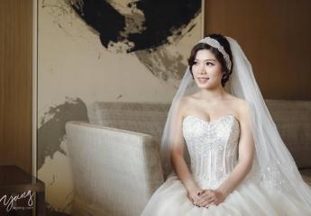 攝影:Yang+囿竣+Clement  造型:Ginger Make up 彩妝造型教學工作室  禮服:Ginger Chen Wedding 靖妝 手工訂製禮服 婚紗攝影  宴客場地:台北國賓