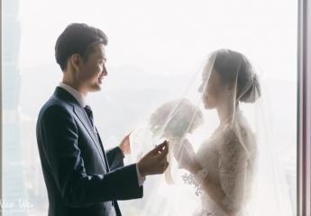 """第一次遇到闖關題目是: """"請模仿周渝民和楊一展"""" 但我看完新郎模仿後, 還是不懂其中的精髓 XDDD  喜歡新郎真誠告白的樣子, 喜歡你們大方唱歌享受的感覺, 喜歡你們享受當下的時刻, 很棒。  婚攝:Neo Wu+Cody Wang 新秘:Albee Zheng 儀式場地:自宅 宴客場地:世貿三三會館"""